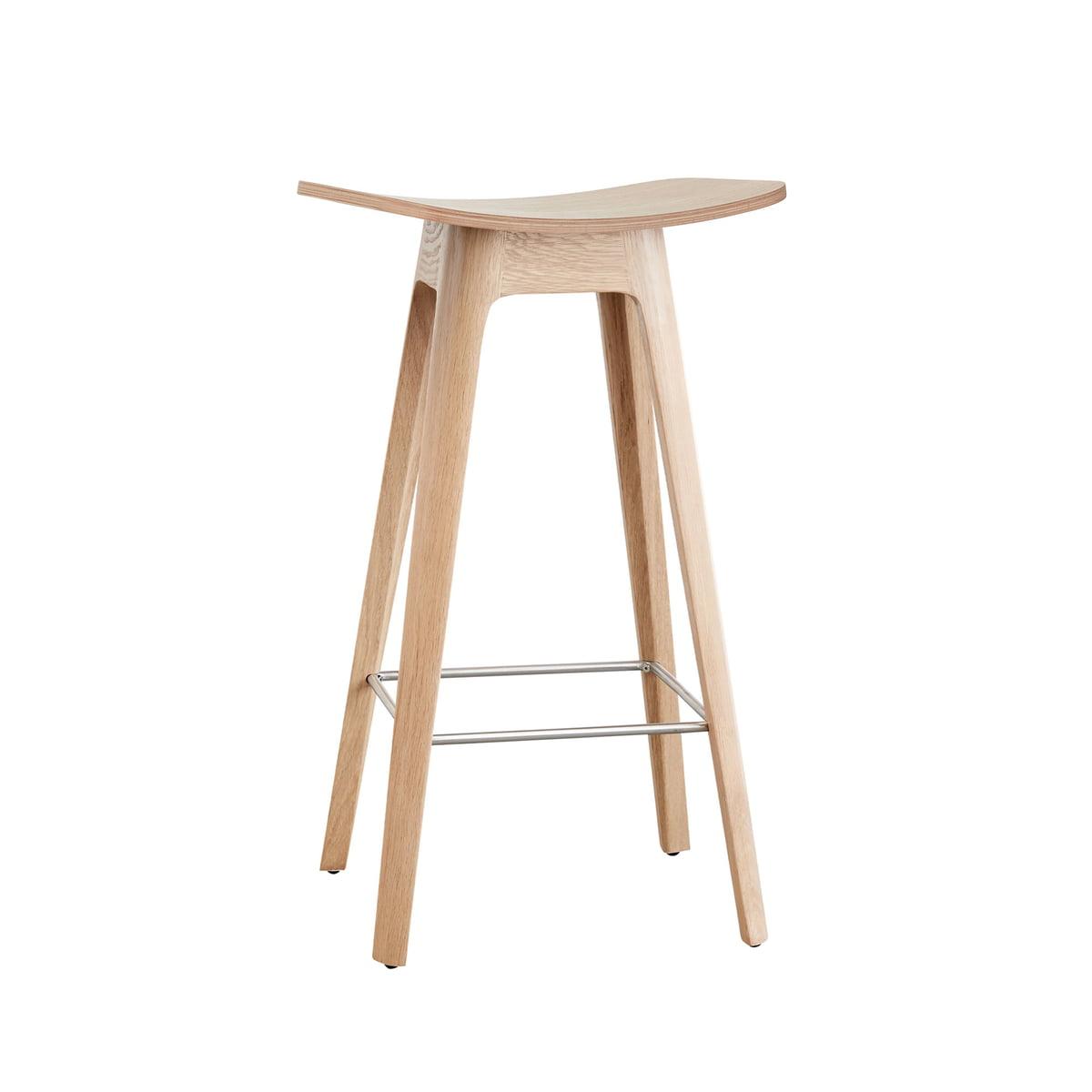 Andersen Furniture - Tabouret de bar HC1 H 67 cm, piètement en chêne / assise plaquée en chêne / repose-pied noir